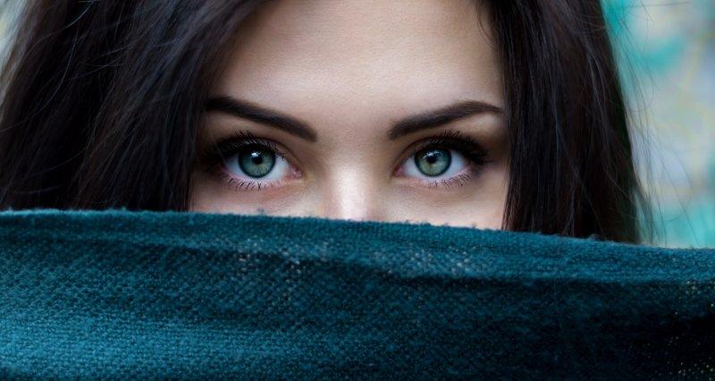 Jak uniknąć powstawania zmarszczek wokół oczu?